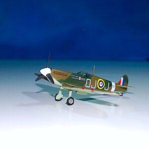 Spitfire . Hotové modely . Sběratelské modely. Kovové modely . Hotové sběratelské modely letadel. Sběratelské modely vojenské techniky. Diecast aircraft models , military vehicles.