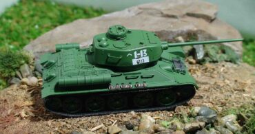 T-34/85 Mod.1944 63rd Guards Tank Brigade,1944.Dragon DR60255.