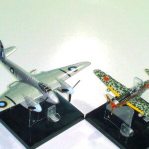 Modely letadel de Havilland Mosquitod FBVI Kawasaki KI61-Hien. Sběratelské modely . Modely tanků a vojenské techniky. Hotové modely . Diecast models aircraft , military vehicles and tanks.