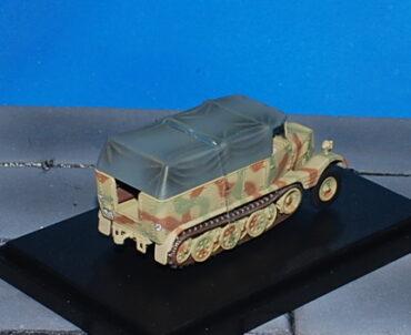 Sd. Kfz. 11 .German 3 ton Half Track.Modely vojenské techniky. Hobby Master. Modely tanků . Modely letadel . Sběratelské modely . Modely vrtulníků . Hotové modely . Sběratelské modely letadel. Sběratelské modely vojenské techniky a tanků. Kovové modely. Diecast models aircraft , helicopters , military vehicles , tanks .