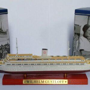 Wilhelm Gustloff Transatlantic Liners.Modely lodí.Atlas.Diecast models ships. Modely zaoceánských lodí.Diecast models of ocean liners.Modely bitevních lodí. Diecast models of battleships. Hotové modely.Kovové modely.