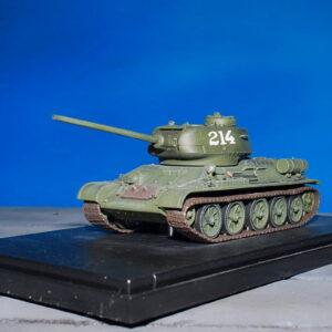 T-34.Tank T-34/85.Modely tanků.Diecast models tanks.Dragon Armor DR 60487.Modely vojenské techniky. Diecast models military vehicles. Modely aut. Diecast models cars. Modely letadel. Diecast models aircraft. Diecast models helicopters. Modely raket. Diecast models rockets. Sběratelské modely. Hotové modely. Sběratelské modely tanků. Kovové modely.