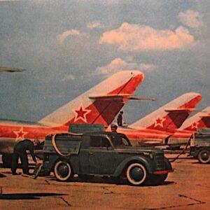 Moskvitch-400(M-400E) : APA-7 (Aerodromniy Puskavoy Agregat) Airfield Launcher , Soviet Air Force 1950-1958.DeAgostini APA-7.