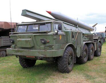 ZIL-135LM 9P113 TEL Artillery Rocket System 9K52 Luna-M 'FROG-7' with 9M21 rocket.Premium ClassiXXs PCL47080
