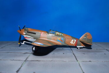 Curtiss P-40B Warhawk.3 Sqn. Flying Tigers ROCAF : USAAC.Modely letadel. Diecast models aircraft.Hobby Master HA9203.Modely vrtulníků. Diecast models helicopters. Diecast models cars. Modely vojenské techniky. Diecast models military vehicles. Modely raket. Diecast models rockets. Sběratelské modely. Hotové modely. Sběratelské modely letadel. Kovové modely.