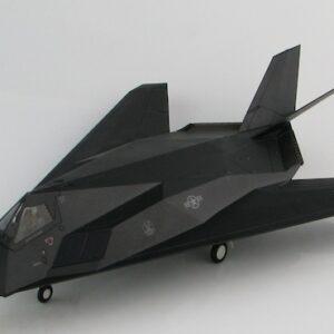 F-117.Lockheed F-117 Nighthawk.Modely letadel. Hobby Master HA5805. Diecast models aircraft. Modely dopravních letadel. Modely vrtulníků. Diecast models helicopters. Diecast models cars. Modely vojenské techniky. Diecast models military vehicles, Modely raket. Diecast models rockets. Sběratelské modely. Hotové modely. Sběratelské modely letadel. Kovové modely.