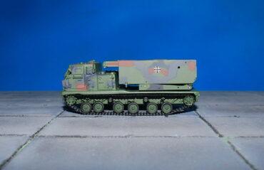 M270 MLRS.Multiple Launch Rocket System.Modely vojenské techniky.Diecast models military vehicles.Rockets.Raket.Panzerkampf PAN12073A. Modely tanků. Diecast models tanks. Modely aut. Diecast models cars. Sběratelské modely. Hotové modely. Sběratelské modely letadel. Sběratelské modely vojenské techniky a tanků. Kovové modely.