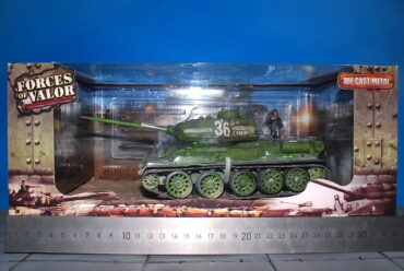 T-34.Tank T-34/85.Modely tanků.Diecast models tanks.Forces of Valor UN-801013A.Modely vojenské techniky. Diecast models military vehicles. Modely aut. Diecast models cars. Modely letadel. Diecast models aircraft. Diecast models helicopters. Modely raket. Diecast models rockets. Sběratelské modely. Hotové modely. Sběratelské modely tanků. Kovové modely.