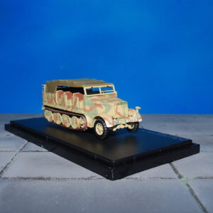 Sd.Kfz.7.Sd.Kfz.medium towing motor vehicle 8t.7 mittlerer Zugkraftwagen 8t.Modely vojenské techniky.Diecast models military vehicles.Hobby Master HG5005. Modely tanků. Diecast models tanks. Modely kanónu. Diecast models cannons.gun. Modely aut. Diecast models cars. Sběratelské modely letadel. Diecast models aircraft,helicopters. Sběratelské modely. Hotové modely. Kovové modely.