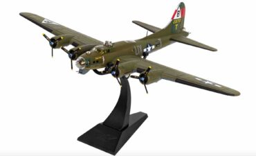 "Corgi AA33320 - Boeing B-17G Flying Fortress , '42-31713/UX-T' ""Snake Hips"" 327th Bom.Sqn. 92th Bom.Group USAAF , RAF Podington (USAAF Station 109) , August 1944"