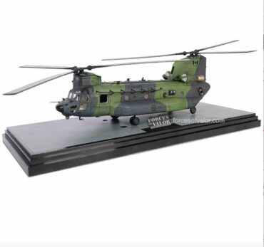 Modely vrtulníků CH-47 Chinook.Boeing CH-47 Chinook.Forces of Valor FOV-821005C-1 - Boeing CH-47 F Chinook , '147301' 450 Tactical Helicopter Sqn. RCAF - Royal Canadian Air Force.Modely vrtulníků.Diecast models helicopters.Modely letadel.Diecast models aircraft.Modely dopravních letadel.Diecast models airplanes.airliner.Modely letadel.Diecast models aircraft.Diecast models cars.Modely vojenské techniky. Diecast models military vehicles.Modely raket.Diecast models rockets.Sběratelské modely.Hotové modely.Sběratelské modely.Kovové modely.