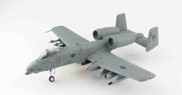 """Modely letadel A-10 THUNDERBOLT II. Fairchild Republic A-10 Thunderbolt II.Hobby Master HA1330 - Fairchild Republic A-10 A Thunderbolt II , '81-0976' 354th Fighter Sqn """"Bulldogs"""" USAF , Incirlik Air Base Turkey 2017.Modely letadel.Diecast models aircraft. Modely dopravních letadel.Diecast models airplanes.airliner.Modely vrtulníků. Diecast models helicopters.Modely aut. Diecast models cars.Modely vojenské techniky. Diecast models military vehicles,Modely tanků.Diecast models tanks. Modely raket.Diecast models rockets.Sběratelské modely.Hotové modely.Kovové modely."""